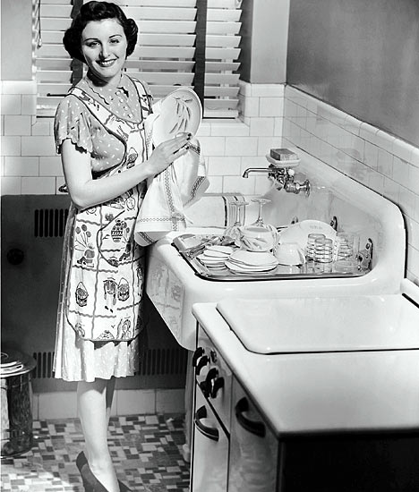 Support troops the role of the housewife in the 1950s for Classic 50s housewife