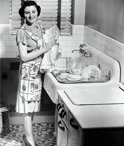 Resultado de imagem para women 1950s at home