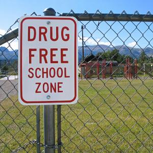 the three reasons why i believe marijuana use should be legalized everywhere 2014-1-21 5 reasons marijuana should remain illegal  so why not break your knee cap to  students who use marijuana have lower grades and are less likely to get into.